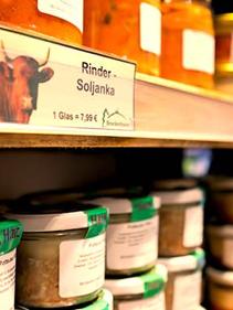 Rindersoljanka und Produkte im Glas