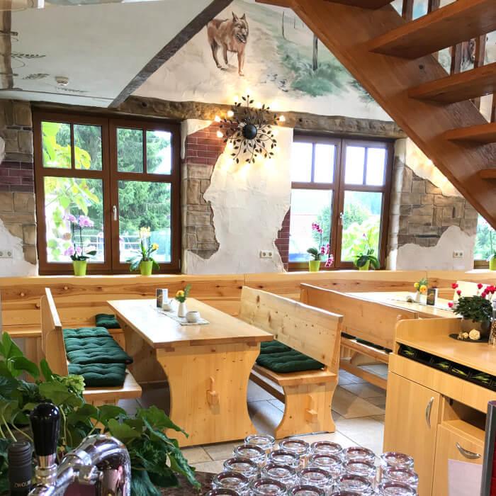 Innenansicht Brockenbauer Lokal Restaurant Sitzplätze